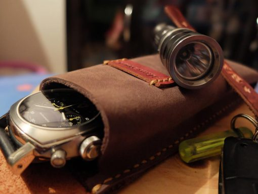 Portable watch storage bag Made from cow leather. Hoween.